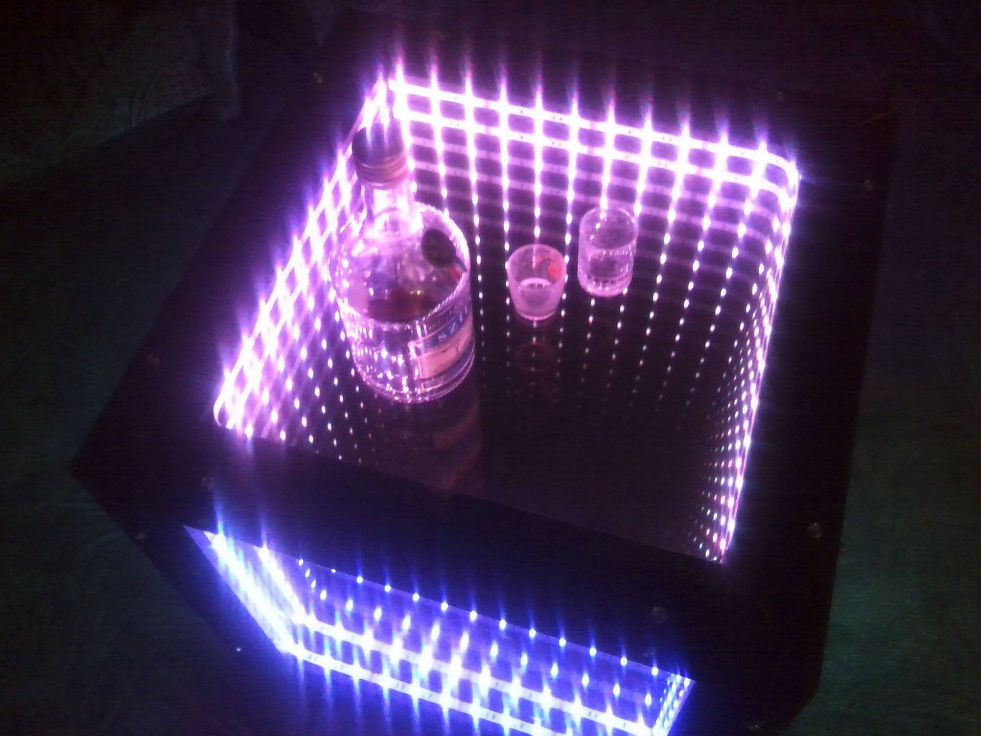 Infinity-mirror-table-photo-8