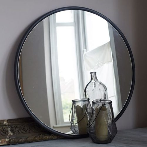 round-black-mirror-photo-8