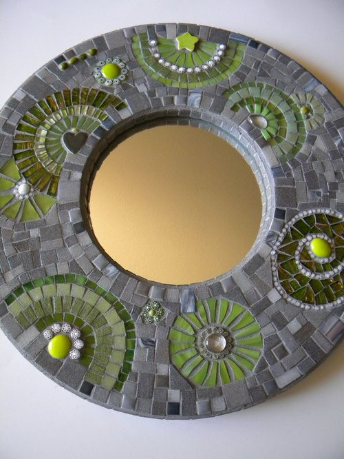 round-mosaic-mirror-photo-4